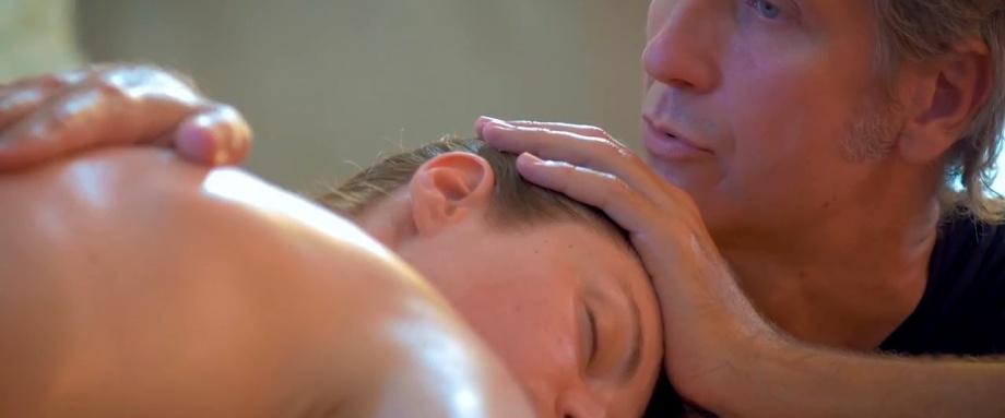 Loris sta facendo un trattamento di Massaggio Californiano